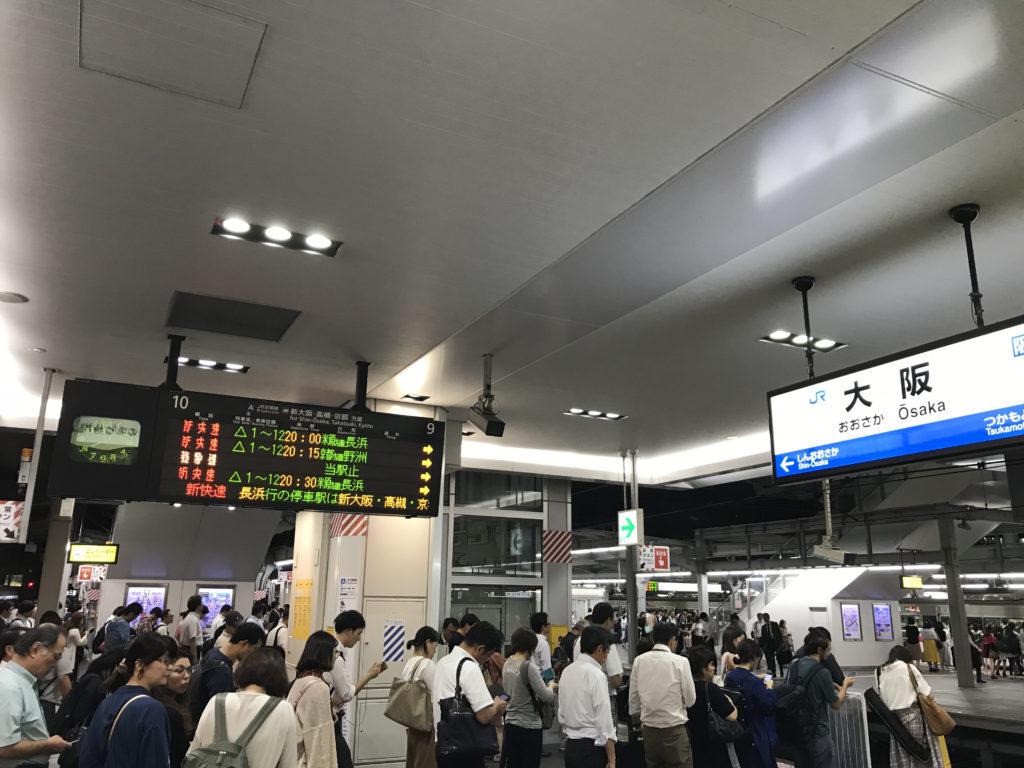 帰宅ラッシュの大阪駅