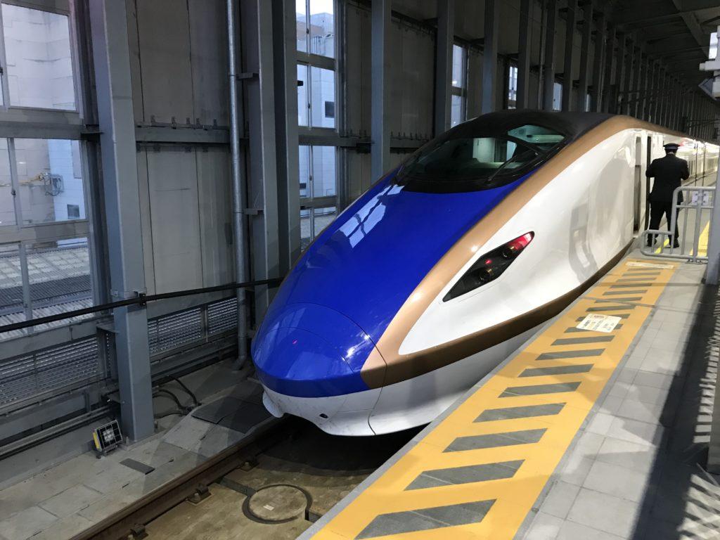 北陸新幹線E7系富山駅にて