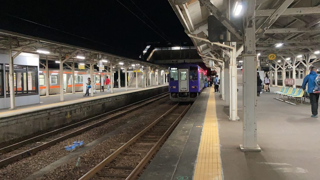 亀山駅 キハ120