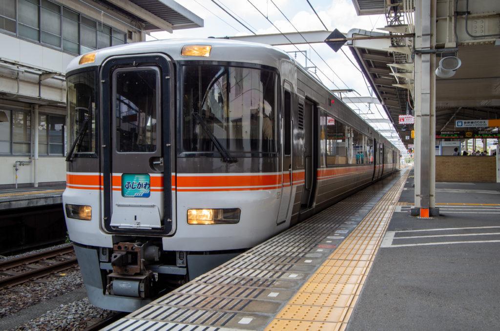 静岡駅に停車中 特急ワイドビューふじかわ5号