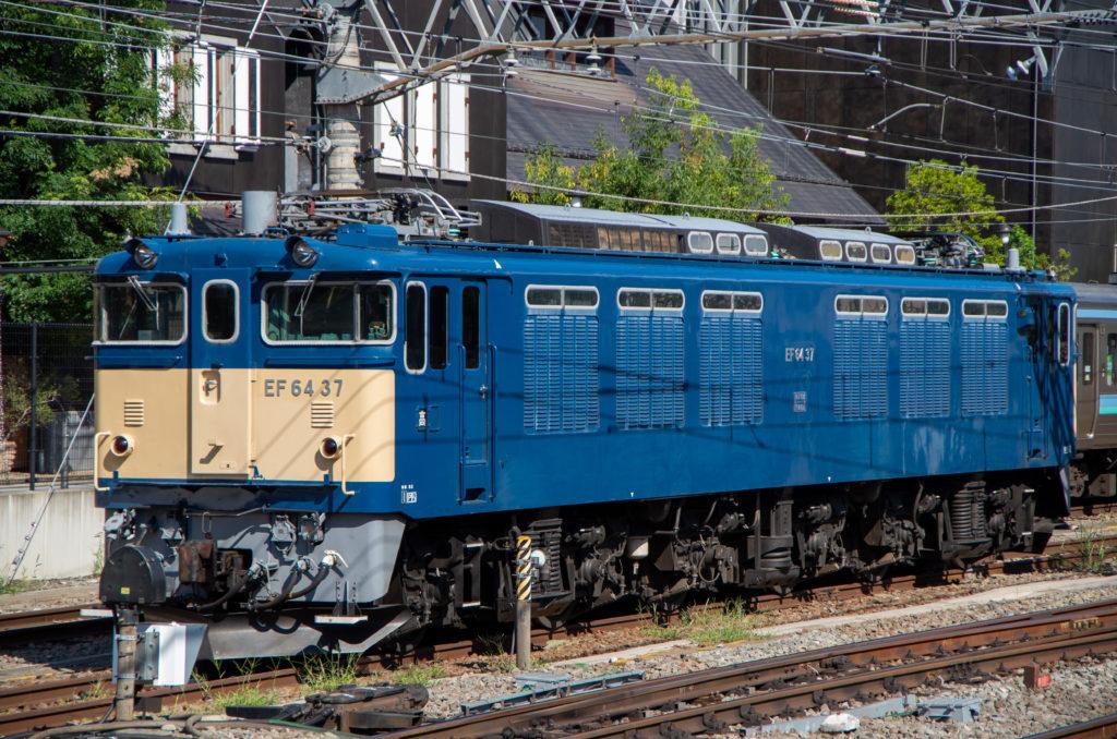 甲府駅のEF64 37号機