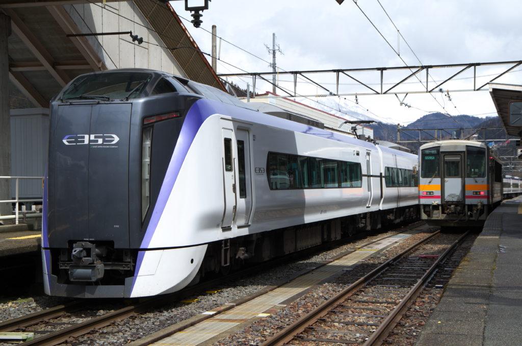 E353系あずさ(南小谷駅にて)