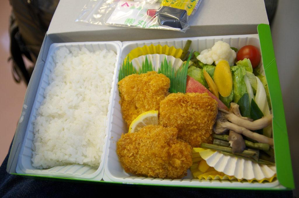 高原野菜とカツの弁当(小淵沢駅の駅弁)