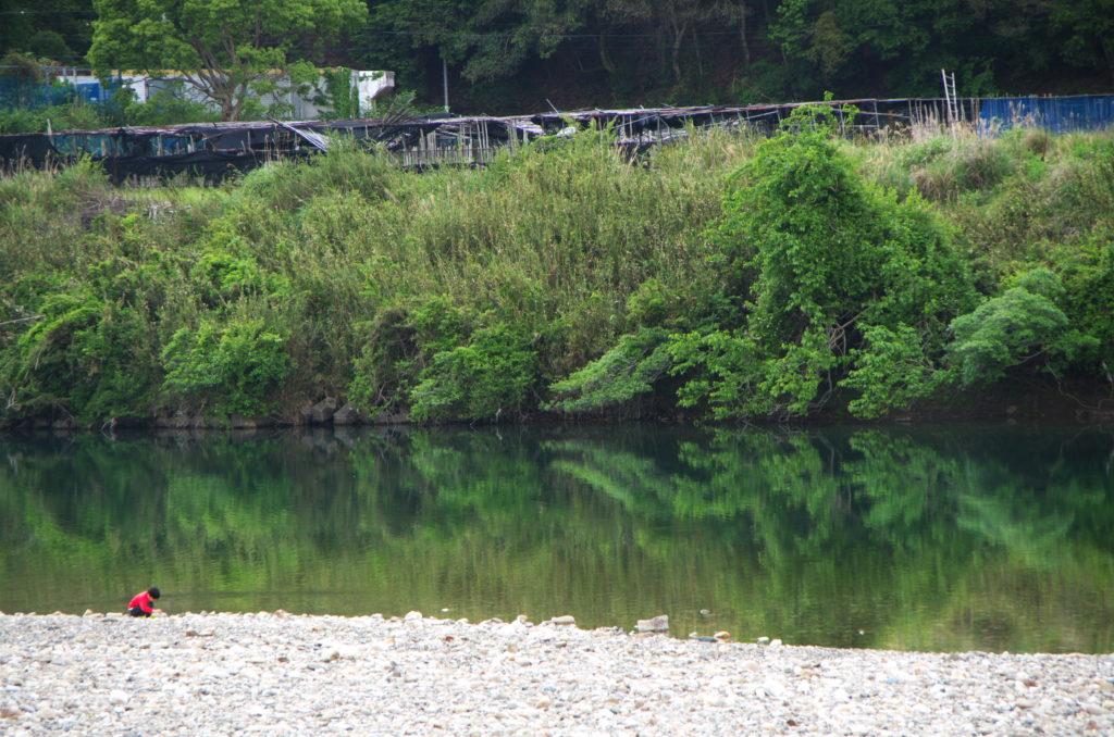 向平キャンプ場前にある川