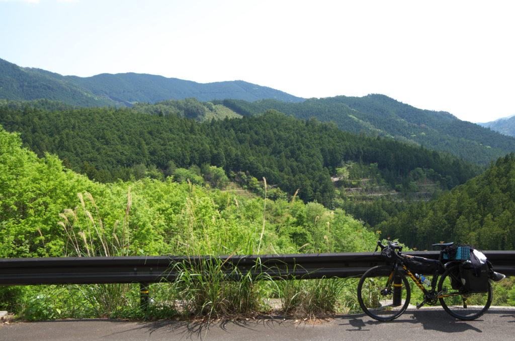 山と自転車