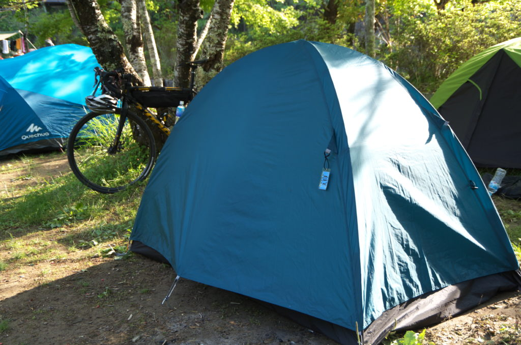 川湯木魂の里野営場で一人用テントを設営