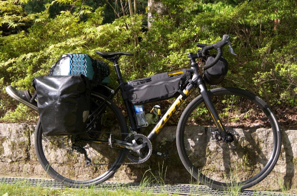 キャンプ装備の自転車