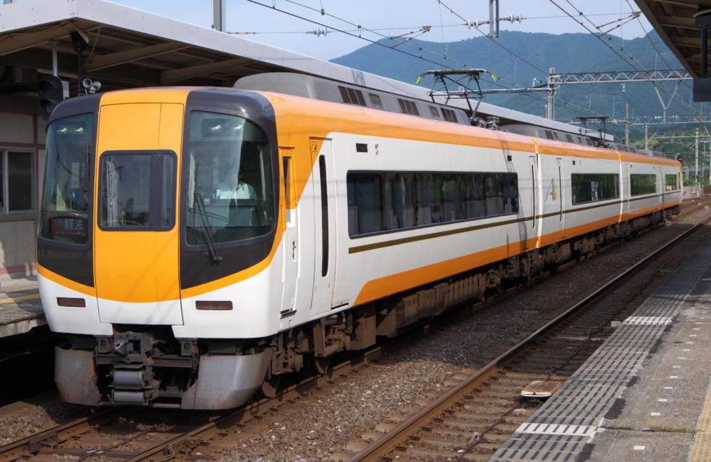 五十鈴川駅にて近鉄特急大阪難波行き