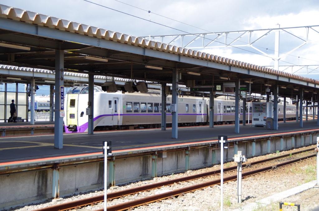函館駅に入線中のスーパー北斗