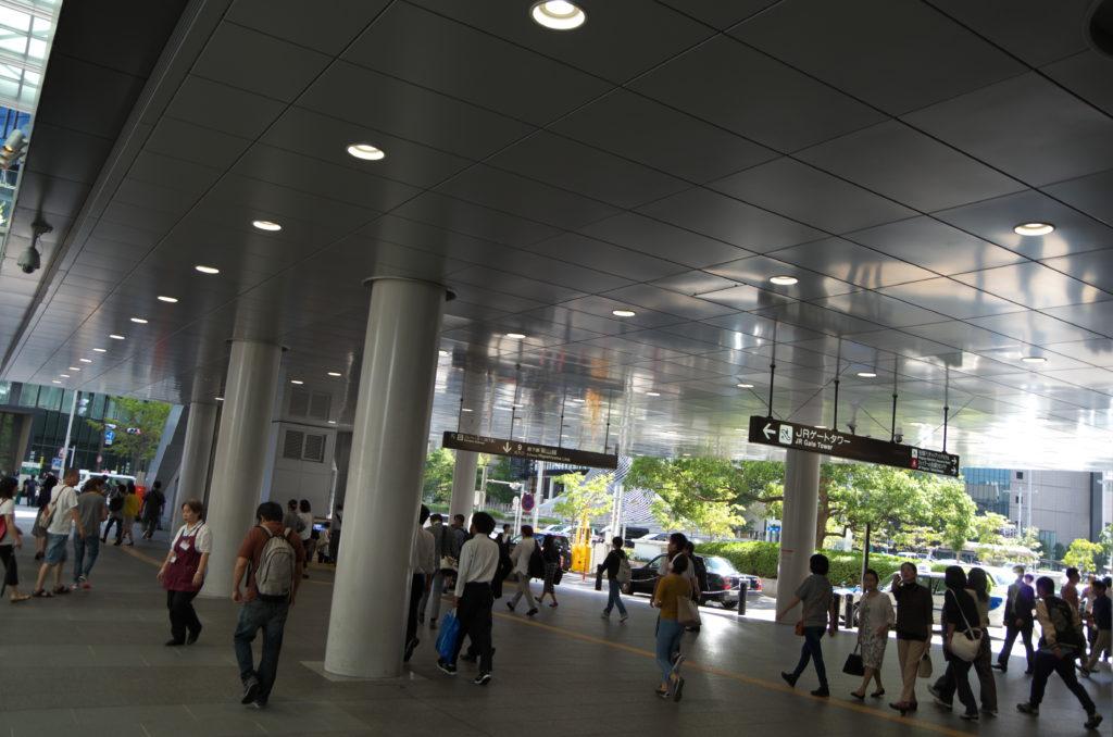 朝の名古屋駅